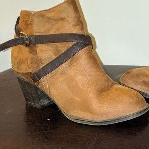 Suade XXI 7.5 US tan shoes